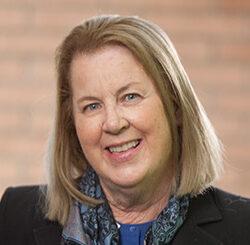 南加大老龄科学院教授兼美国退休人员协会主席Eileen Crimmins